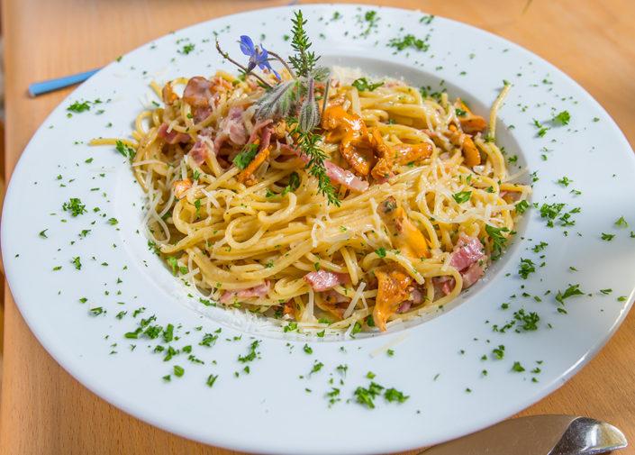 Spaghetti mit Pfifferlingen und Speck
