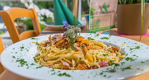 Spaghetti mit Speck und Pfifferlingen
